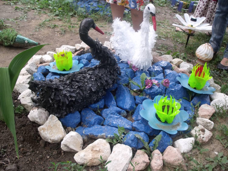 Украсить двор своими руками из подручных средств фото